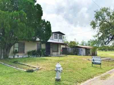 Brackettville, Del Rio, Comstock Single Family Home ACTIVE: 805 E 2nd Street
