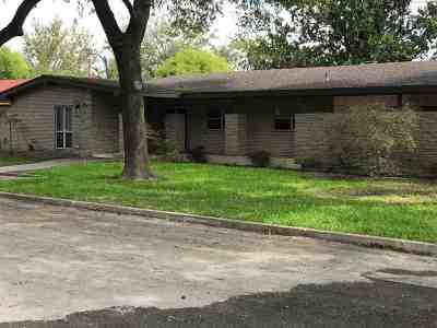 Brackettville, Del Rio, Comstock Rental ACTIVE: 16 Larkwood Lane
