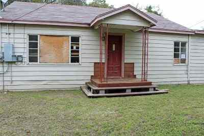 Brackettville, Del Rio, Comstock Single Family Home ACTIVE: 710 E Losoya