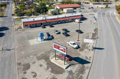 Commercial ACTIVE: 1700 N Bedell Ave