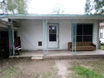 Del Rio Single Family Home ACTIVE: 1108 W Chapoy St.