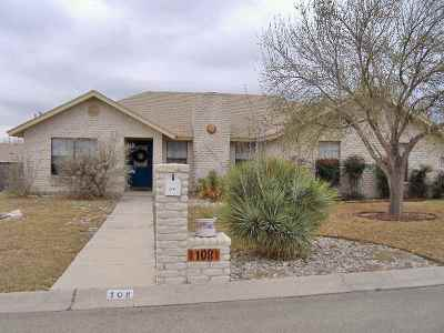 Del Rio Single Family Home UNDER CONTRACT-OPTION: 108 Cottontail Lane