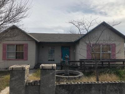 Brackettville, Del Rio, Comstock Single Family Home ACTIVE: 237 S Birch St