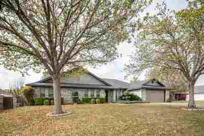 Del Rio Single Family Home ACTIVE: 105 Warbonnet Trail