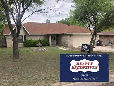 Del Rio Single Family Home ACTIVE: 102 Caballo Dr