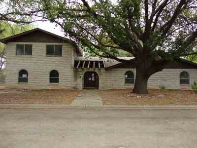 Brackettville, Del Rio, Comstock Single Family Home ACTIVE: 8 Palm Dr
