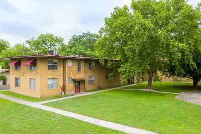 Del Rio Multi Family Home ACTIVE: 701-703 Spring