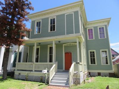 Galveston TX Single Family Home For Sale: $249,000