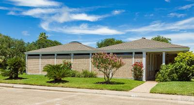 Galveston Single Family Home For Sale: 26 Colony Park Circle