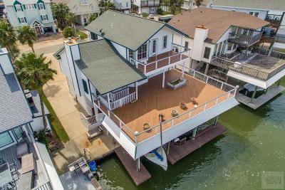 Tiki Island Single Family Home For Sale: 310 Commander Drive