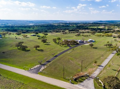 Kerrville Single Family Home For Sale: 234 Creekwood Rd