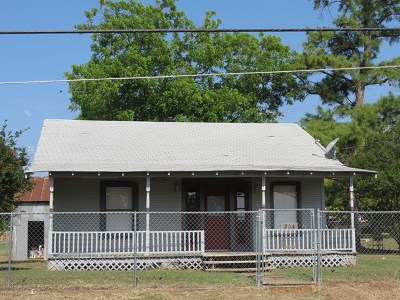 Mason County Single Family Home Under Contract W/Contingencies: 304 S Avenue F