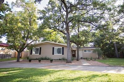 Fredericksburg Single Family Home For Sale: 904 W Schubert St