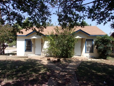 Llano Single Family Home For Sale: 803 E Brown St.