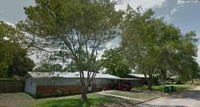 Llano Single Family Home For Sale: 1102 W Deats St