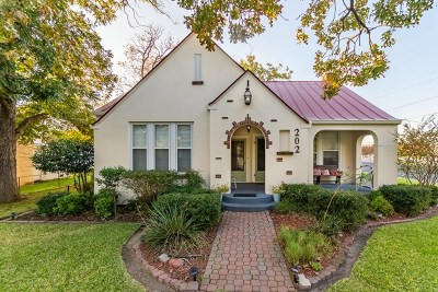 Fredericksburg Single Family Home For Sale: 202 S Crockett St
