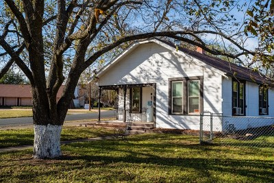 Fredericksburg Single Family Home For Sale: 1002 N Milam St