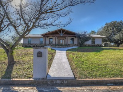 Llano Single Family Home For Sale: 606 E College St