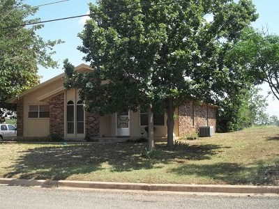 Llano Single Family Home For Sale: 602 W Ollie St