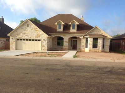 Gillespie County Single Family Home For Sale: 809 NW Dogwood Lane