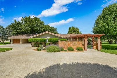 Kerrville Single Family Home For Sale: 300 Lakewood Dr