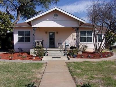 Llano Single Family Home For Sale: 301 E Sandstone