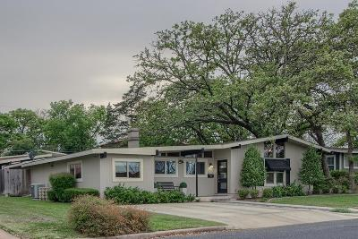Gillespie County Single Family Home For Sale: 907 W Travis St