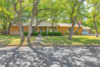 Single Family Home For Sale: 303 Tanglewood Dr