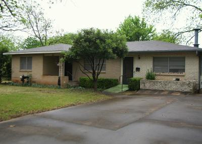Gillespie County Single Family Home For Sale: 806 N Adams St