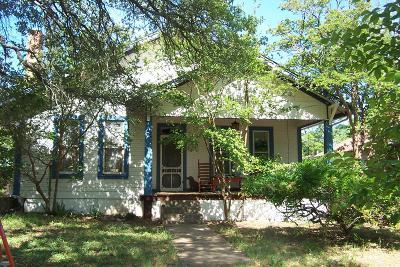Mason County Single Family Home For Sale: 924 S Live Oak St