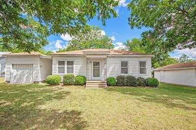Single Family Home For Sale: 207 S Acorn St