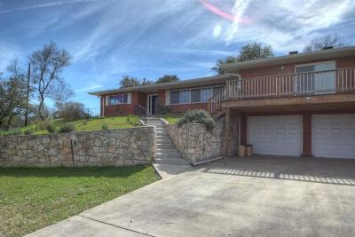 Kerrville Single Family Home For Sale: 825 Golf Dr