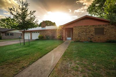 Fredericksburg Single Family Home Under Contract W/Contingencies: 704 N Bowie