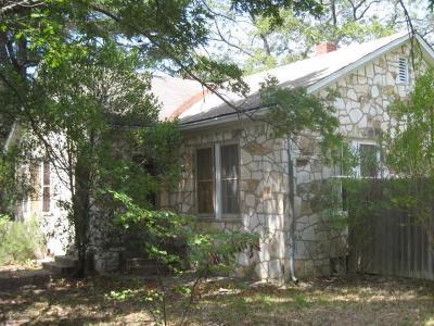 Fredericksburg Single Family Home For Sale: 802 N Llano St
