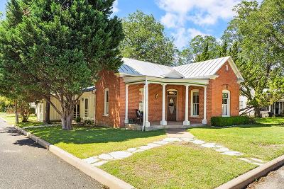 Fredericksburg Single Family Home For Sale: 301 W Creek St