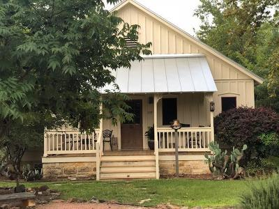 Fredericksburg Single Family Home For Sale: 107 E Centre St