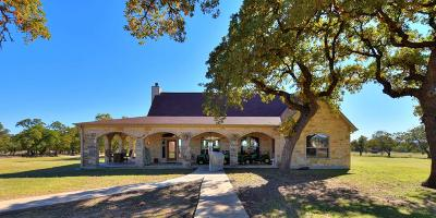 Gillespie County Single Family Home For Sale: 916 W Middle Creek Rd