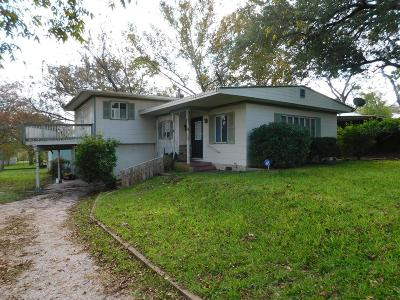 Gillespie County Single Family Home For Sale: 405 Plum St