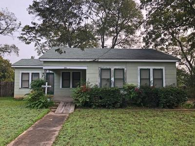 Gillespie County Single Family Home For Sale: 616 E San Antonio St