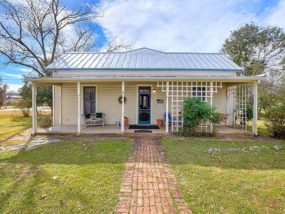 Fredericksburg Single Family Home For Sale: 401 W Fulton St