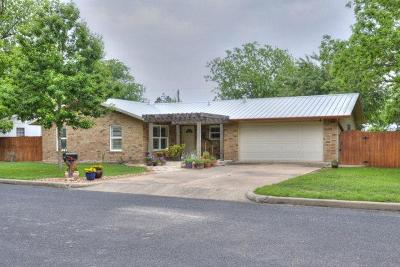 Gillespie County Single Family Home For Sale: 705 N Edison St