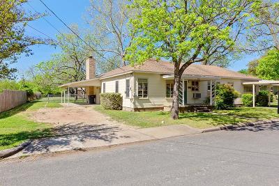 Fredericksburg Single Family Home For Sale: 607 W Peach St