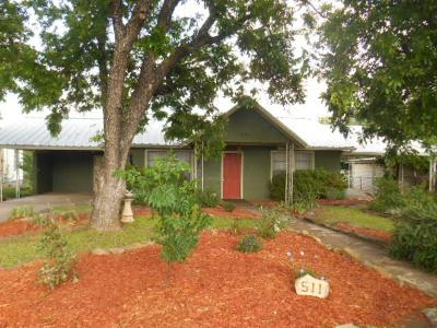 Mason County Single Family Home For Sale: 511 S Live Oak St