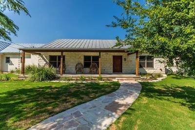 Single Family Home For Sale: 504 E Travis St
