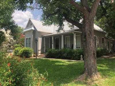 Llano County Single Family Home For Sale: 400 E Main St