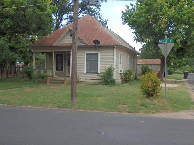 Gillespie County Single Family Home For Sale: 601 E Creek St