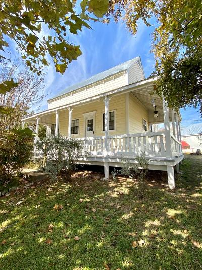 Fredericksburg Single Family Home For Sale: 231 SE Sunday Circle