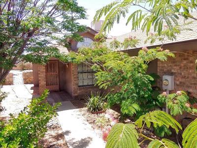 Single Family Home For Sale: 3201 Queens Garden Circle
