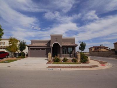 Single Family Home For Sale: 3852 Loma Cortez Drive