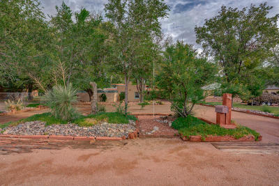 Single Family Home For Sale: 819 W Sunset Road